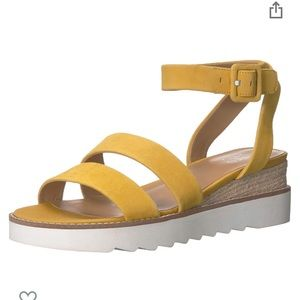 Franco Sarto Connelly Wedge Sandal 8.5 Mustard